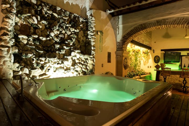 Luxe Casa Moneda Boutique/Jacuzzi by NOMAD GURU