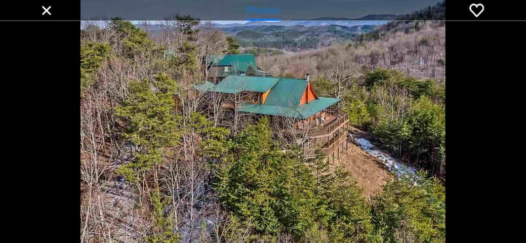 Mountaintop Lodge with Garage!! Incredible Views!!