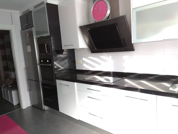 Renovated and central flat: Wifi+dishwasher+garage
