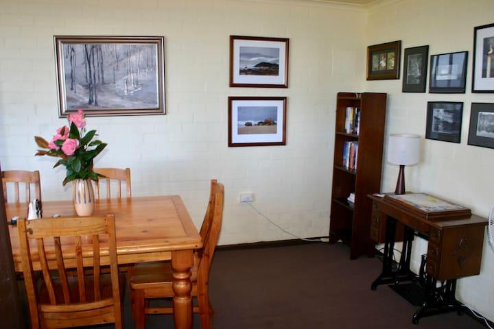 Studioviews on Karbeethong Hill - Mallacoota - Pis