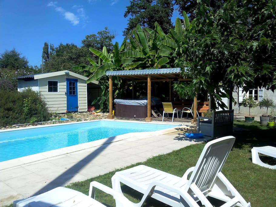 g te 6 personnes piscine jacuzzi saison cottages for rent in lacommande aquitaine france. Black Bedroom Furniture Sets. Home Design Ideas