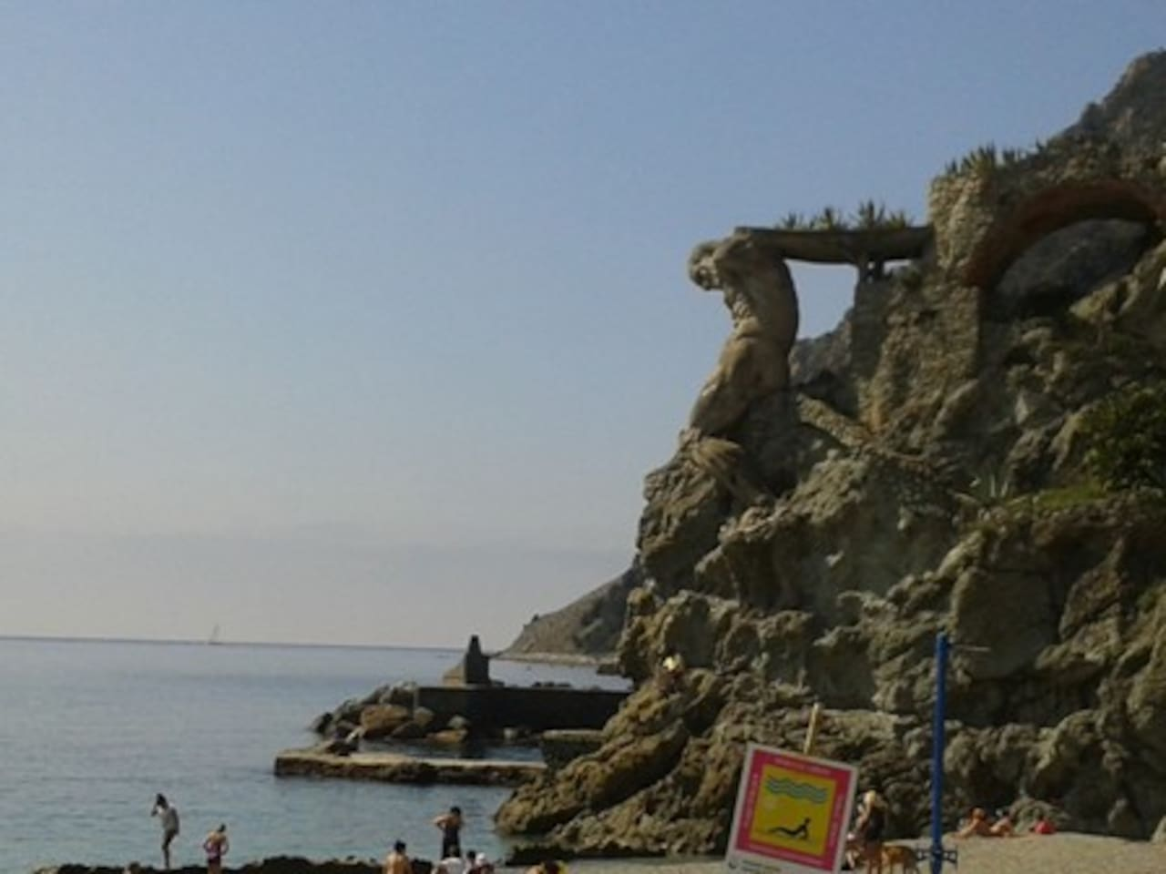 at only 2 minutes of the apartment there is the beautiful giant statue and the free and private beaches