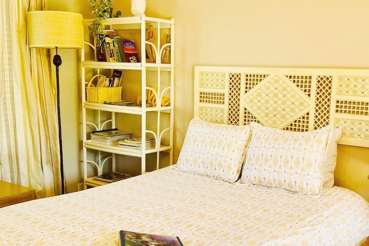 Sparkling Clean Sunny Mid-Century Private Studio