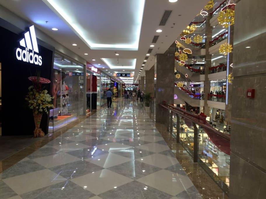 Shopping mall (2mn of walk)
