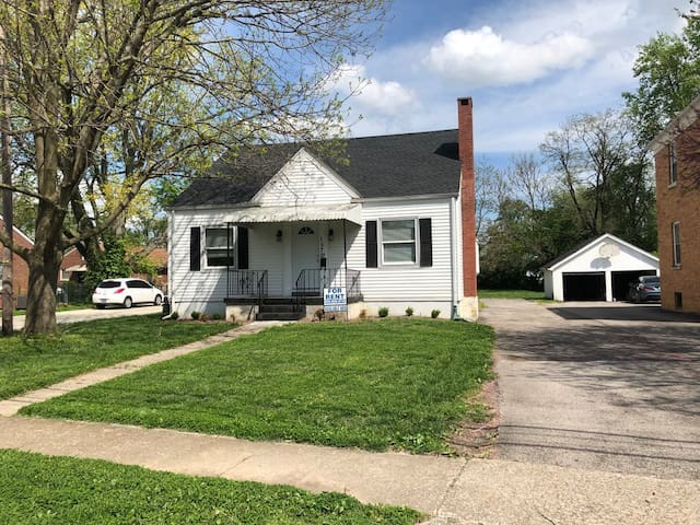 Charming cottage near UK, downtown, hospitals!