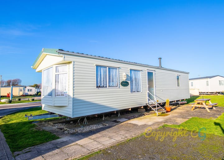 SP140 - Camber Sands Holiday Park - Sleeps 6 - Close to Beach - Private Parking Space