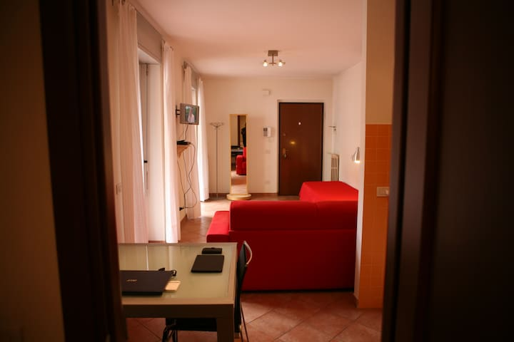 Town centre studio flat with garage - Alessandria - Apartment