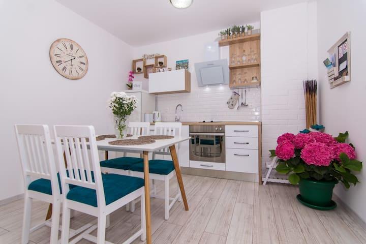 Apartman Sun Solin ,2 bedroom,5 km to centar Split