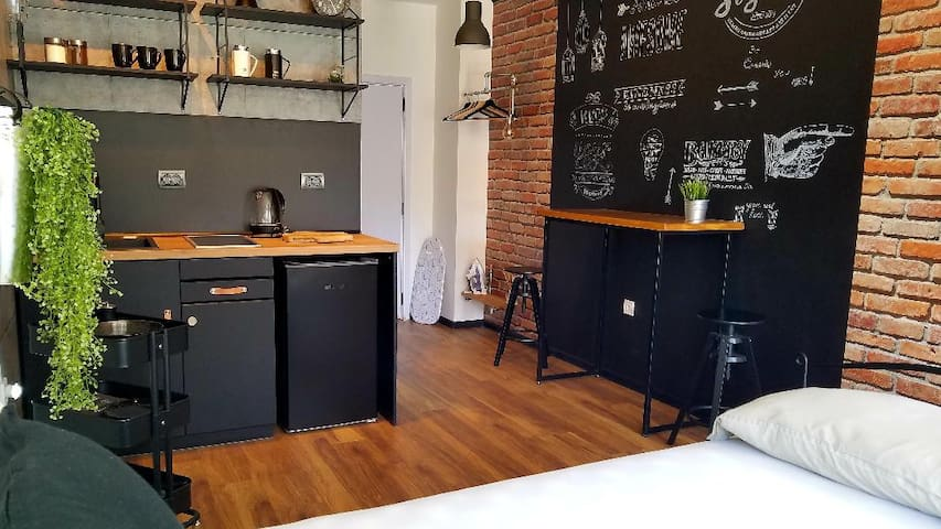 Charming Industrial Studio 5 min to City Center