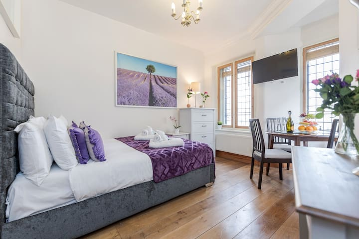 Location! Room for 3 View Of Trafalgar Square TR51