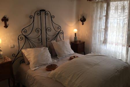 Maison de charme dans petit village catalan NYER - Nyer - Casa
