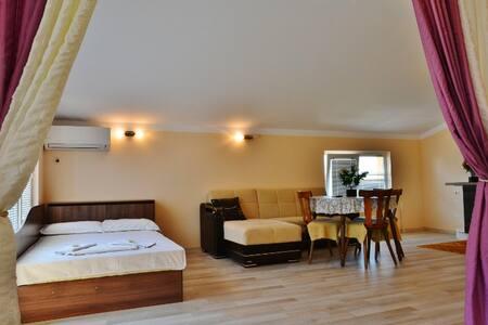 Уютная квартира в жилом комплексе с бассейном - Nessebar