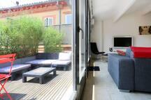 Une terrasse très calme et très agréable. Sur les toits de Toulouse.