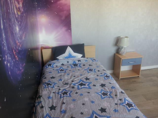 Chambre dans les étoiles à la Charmeraie - Mâcon - Lägenhet