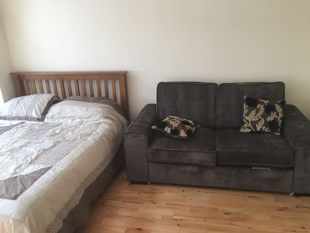 Private spacious room in Cork City - Cork - House