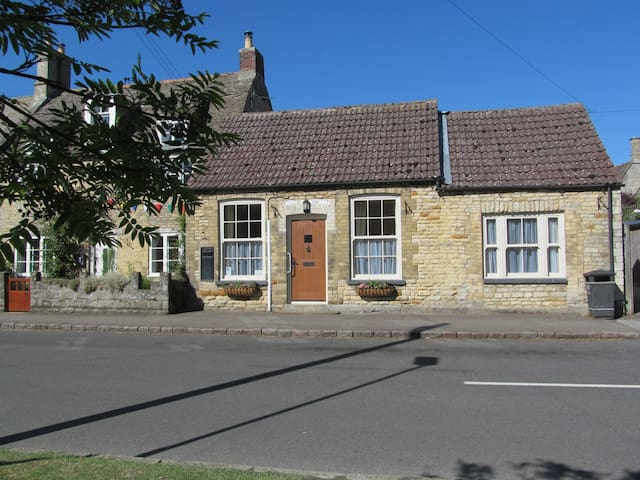 The Old Post Office, Rutland - Market Overton