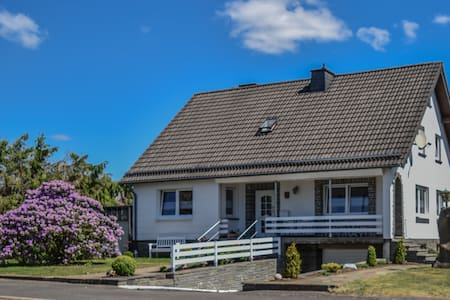 Schönes Eifel-Ferienhaus mit Garten und Grillplatz