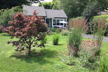 Sweet Southold Beach Cottage - Southold