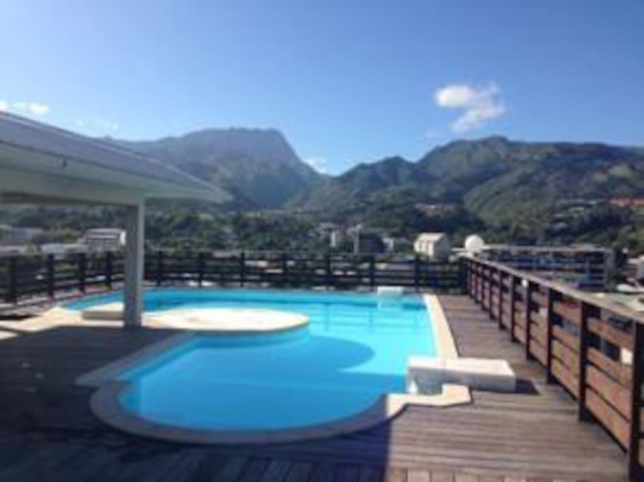 piscine vue sur la montagne