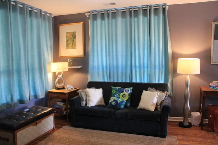 Chic Central Location Near Zoo with 8 sleeping bed