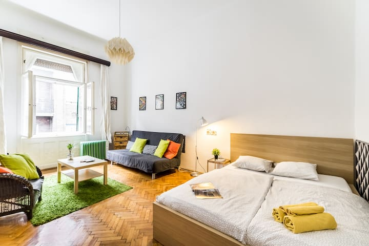 Bohemian Comfy Apartment in the Heart of Budapest