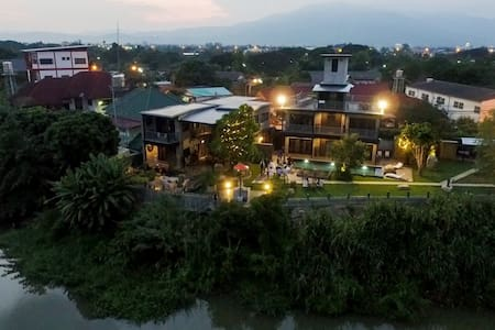 Riverside Private Luxury Villa - 10m from Old City - Chiang Mai
