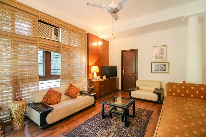Cozy room for single guest in a colonial house