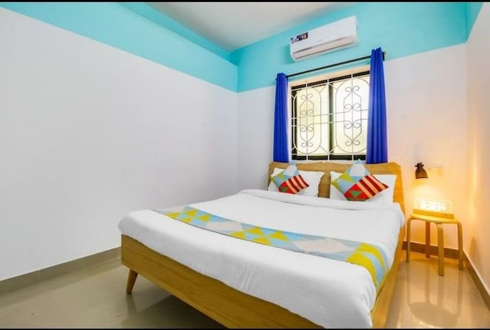 Gayatri kunj home stay. 1 bhk near Club Cubana.