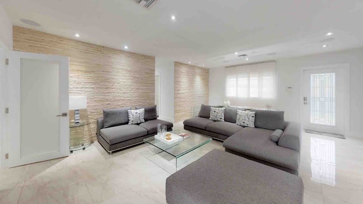 Modern and Comfortable House in South Miami!