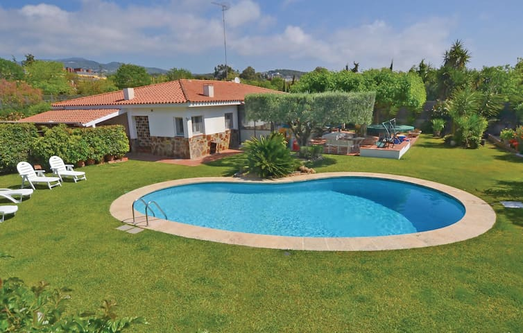 Holiday cottage with 5 bedrooms on 230 m² in St.Andreu Llavaneres