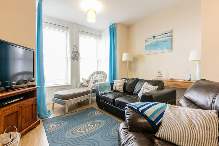 Ahoy (located 15 mins from Belfast) with sea views - Carrickfergus - Apartment