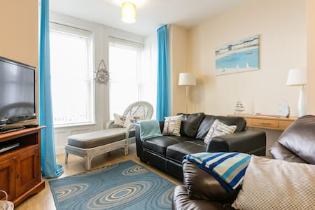 Ahoy (located 15 mins from Belfast) with sea views - Carrickfergus