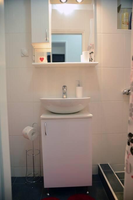 Modern details in bathroom.
