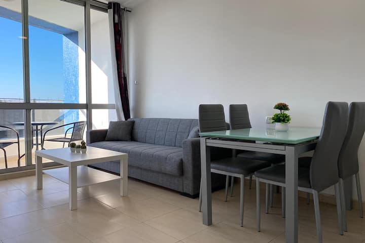 APT In Quality Complex Pool Sea View, Beach Access