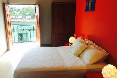 Boutique Apartment Centre Granada w Breakfast incl - Hus
