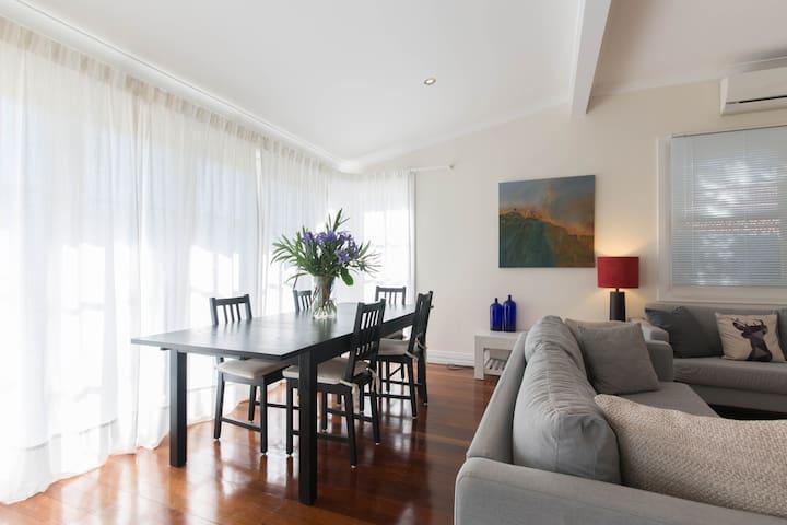 Stylish cottage with park views - Hilton - Rumah