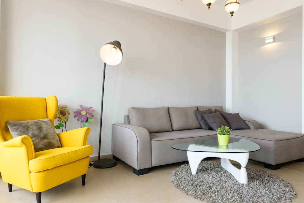"""<span class=""""item-title ng-binding"""" style=""""font-weight: 700; display: block; font-size: 16px; text-align: start; white-space: normal;"""">1 Bedroom, 1 Bath Sleeps 4 Tel Aviv District 63432, Israel</span>"""