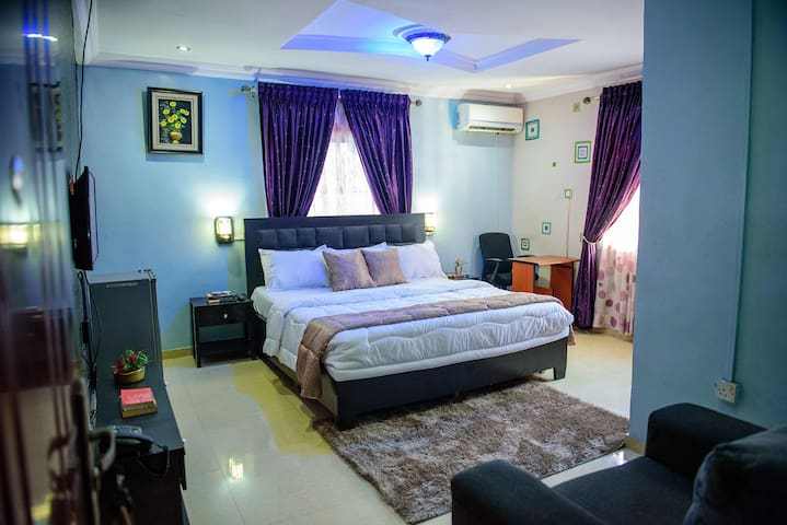 Exquisite room, comfortable to relax for reading or entertainment and earn quality rest and sleep peacefully