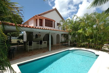 Charming Spanish Style Villa close to Ocean - Oistins