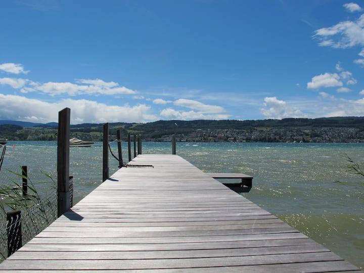 Beautiful flat on lake Zurich