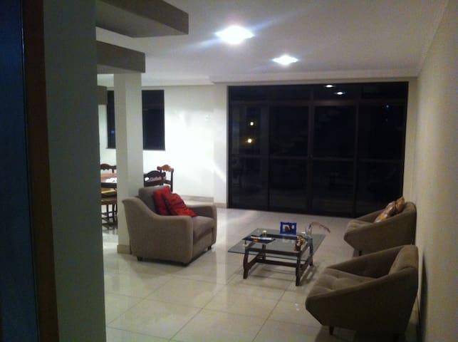 Para aluguel - Ubá - Apartamento