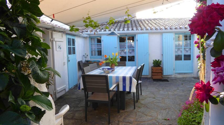 Chambre indépendante avec salle d'eau et patio