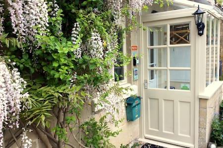 Brooks' View, Elegant Romantic Cottage near Bath - Bath
