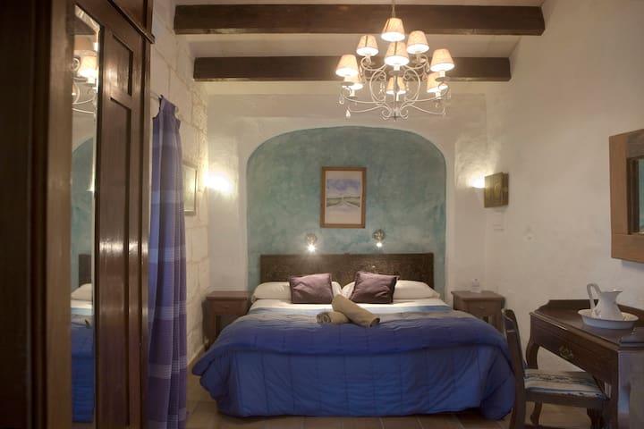 Habitación doble con baño en Suite Matxani Gran