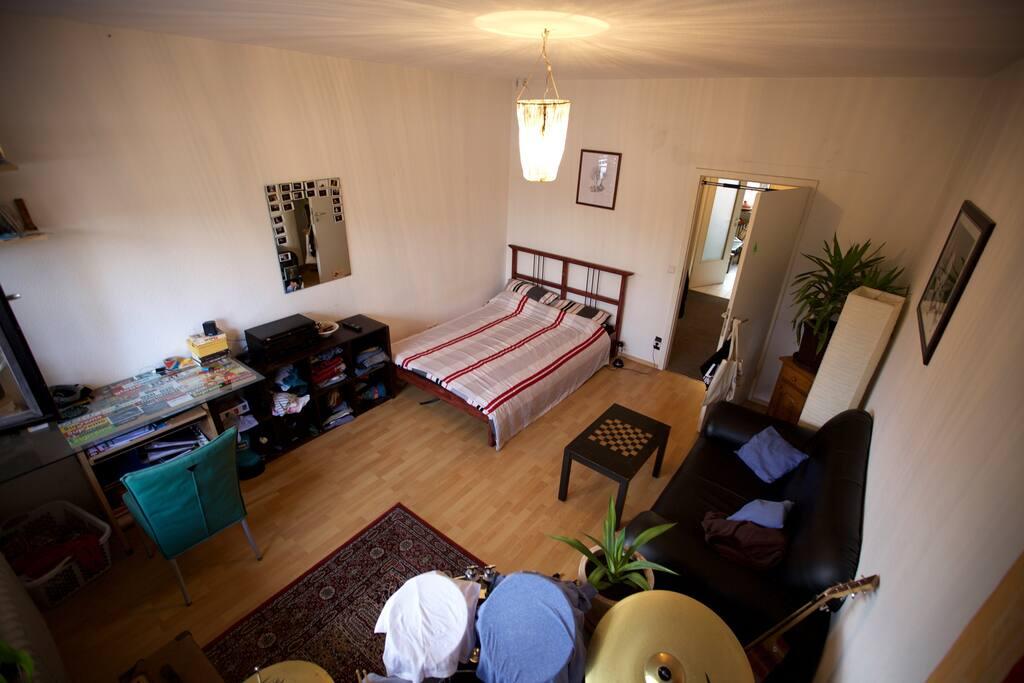 Zimmer 2 mit direktem Zugang zur Dachterrasse