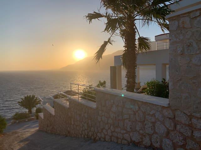 Nice Sea Front Villa on the Peninsula