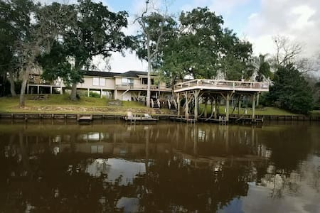 Peaches Retreat on the San Bernard River - Brazoria