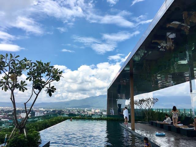 清迈市中心香格里拉酒店旁精品套二公寓,带免费泳池、健身房astra condo