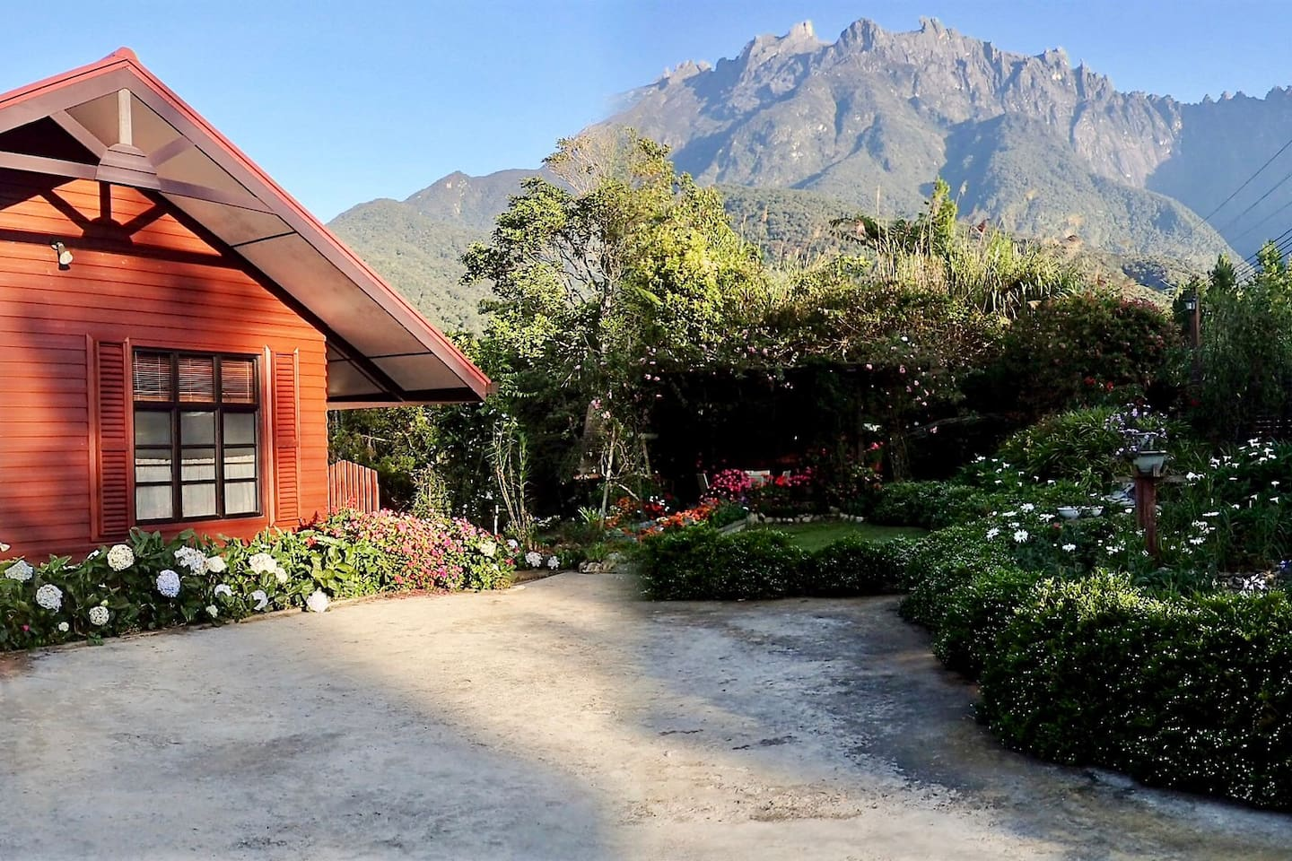 The main Chalet with Mount Kinabalu in the background