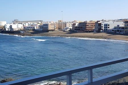 CASA EN PRIMERA LINEA DE MAR - Telde